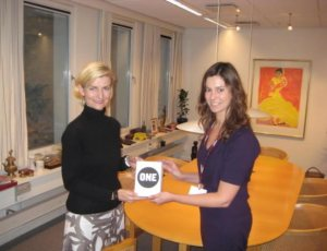 ONE's Eloise Todd (right) hands over our Copenhagen petition to Danish Development Minister Ulla Tørnæs.